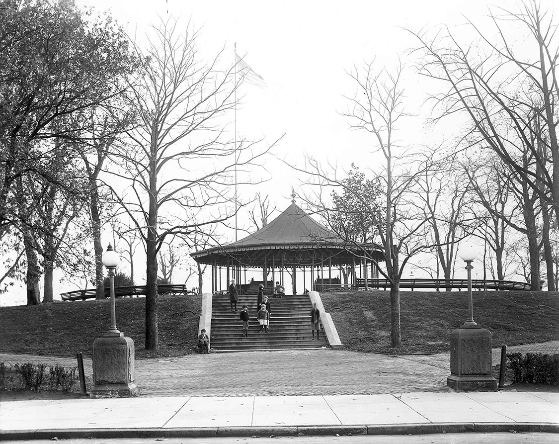 The pagoda at Riverside Park in the early 20th century.